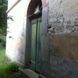 La porte, verrouillée.