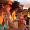 Le soir, l'attente du rayon vert (Carole Chaix, Jo Witek et Mélanie Decourt).