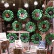 Et de drôles de fleurs sur la vitrine de la librairie !